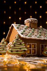 Weihnachtsfeier-Idee: Gemeinsam mit Kollegen ein Lebkuchenhaus bauen